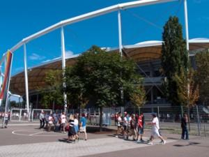 Mercedes-Benz Arena am Samstag vor dem Spiel